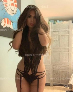 Leyla lovesita massage tantrique à Menton
