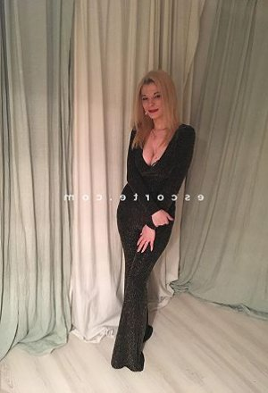 Caline massage naturiste escorte ladyxena