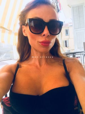Solyne escort girl